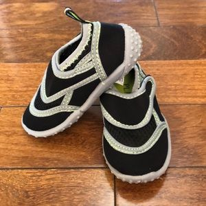 toddler boy black water swim shoes Sz 5/6